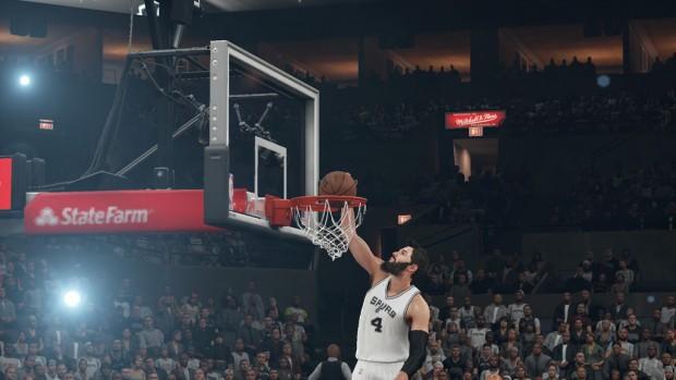 Palla appoggiata con sgarbo dal numero 4 degli Spurs.