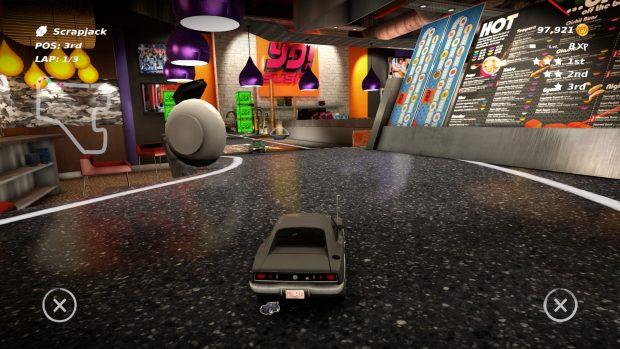 Non credevo avrei mai guidato un'auto giocattolo attraverso un sushi bar.