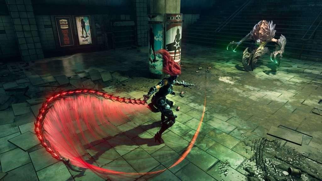 Il personaggio di Darksiders 3 Furia che attacca un nemico con una frusta