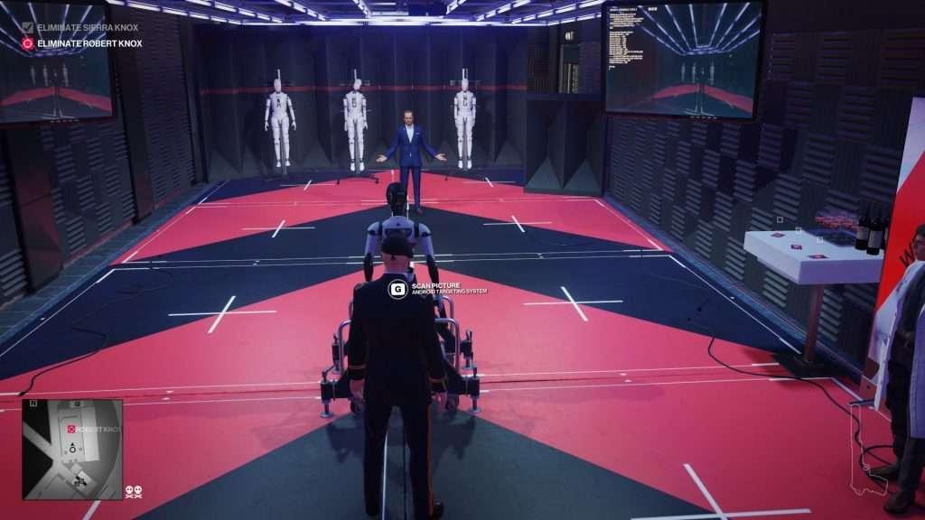 L'agente 47 si appresta nell'eliminare il suo bersaglio con un drone da combattimento automatizzato.