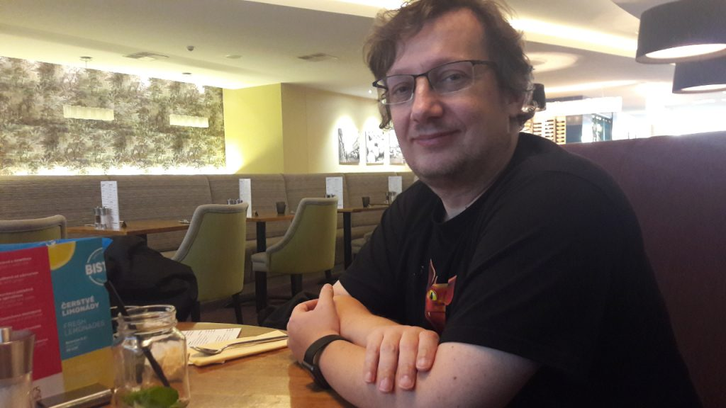 VlaadaChvátil durante l'intervista.
