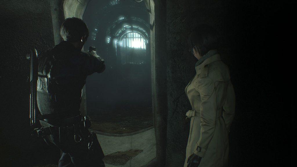 Leon e Ada avanzano nelle fogne.
