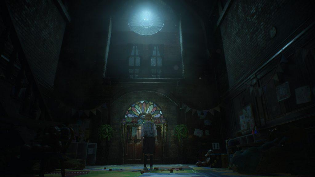 Scorcio contenente una scena del videogioco raffigurante una facciata e la piccola Sherry.