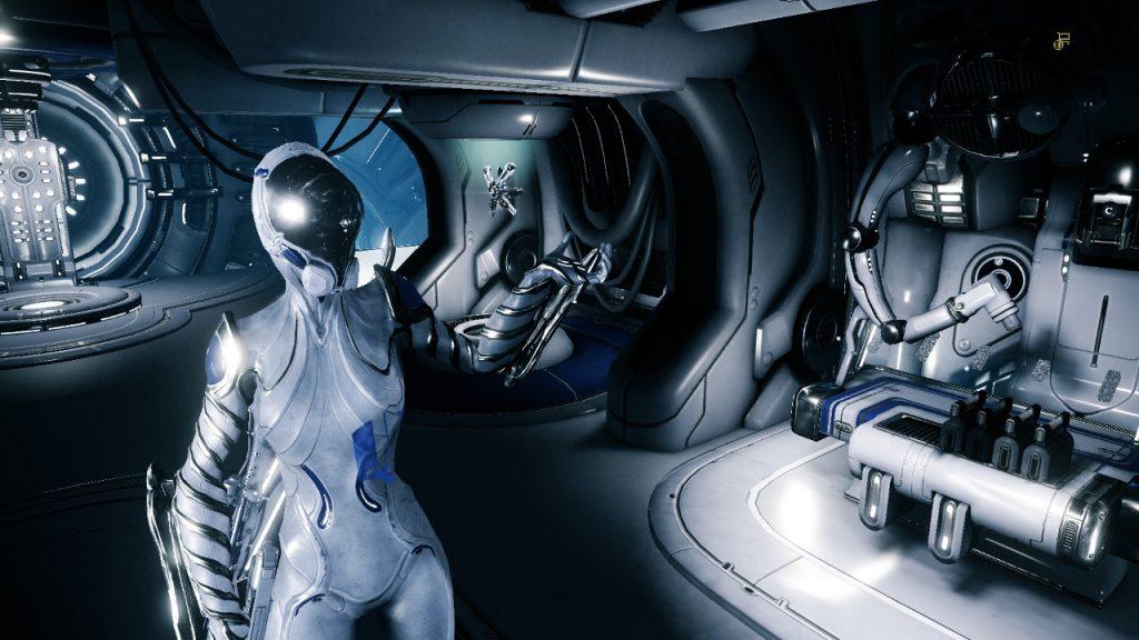 Il Tenno nella sua nave spaziale