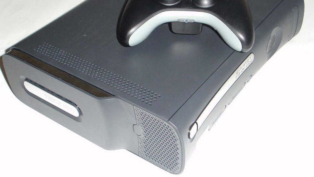 Foto della console Xbox 360 in versione Elite.